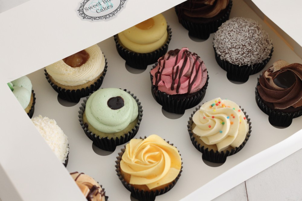 Online shop mixed cupcake box
