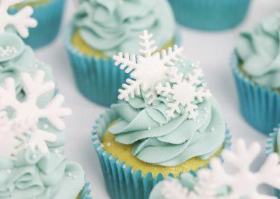 snowflake frozen cupcakes