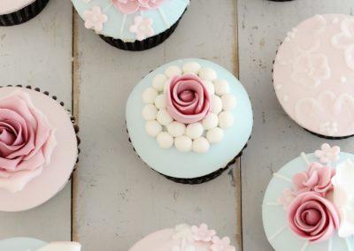 rose blue pink fondant cupcakes