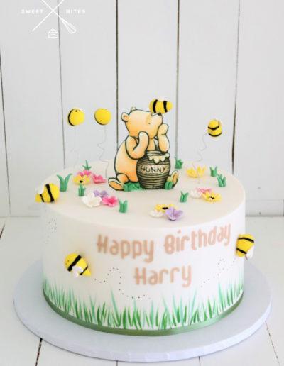 winnie the pooh bear cake bees hunny