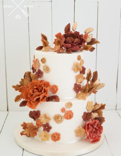 autumn fall wedding cake sugar flowers roses gold rustic